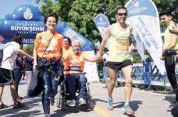 Diyabetliler, omurilik felçlilerine destek için koştu